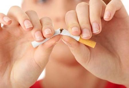 Tránh xa thuốc là nếu bạn đang lo lắng làm thế nào để ngực không bị chảy xệ