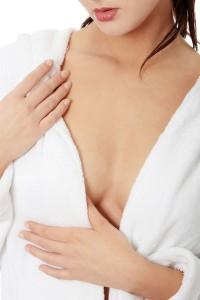 Không lo ngực chảy xệ với các cách làm săn chắc ngực tự nhiên