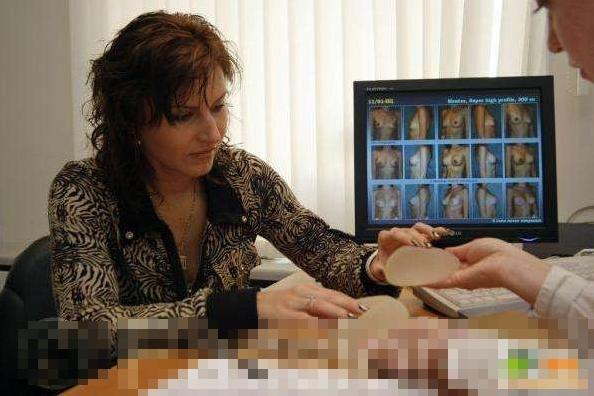 """""""Mục sở thị"""" một ca phẫu thuật nâng ngực thẩm mỹ nội soi 1"""