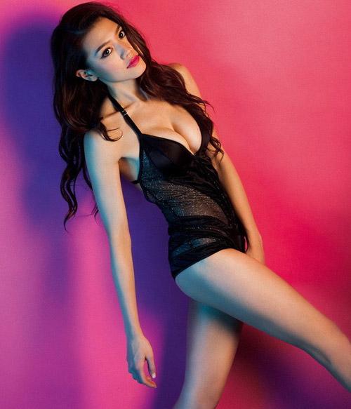 Người đẹp bốc lửa Hồng Kông – Châu Tú Na và bí quyết làm vòng 1 nở nang 11