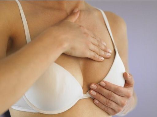 Massage nhẹ nhàng - Cách làm ngực săn chắc hơn cho cô nàng ngực quả bưởi