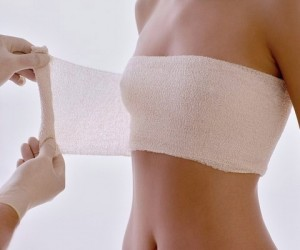 Phẫu thuật thẩm mỹ nâng ngực nội soi được thực hiện thế nào?