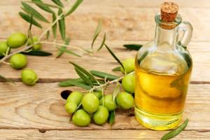 Cách massage ngực với dầu oliu hiệu quả tức thì