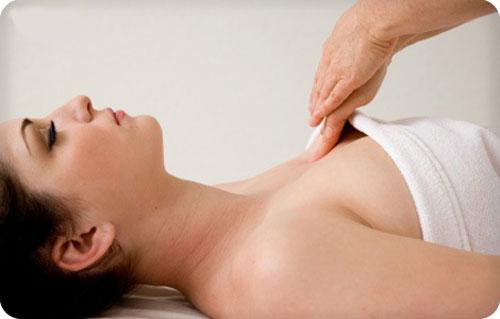 Cách massage ngực hiệu quả kết hợp bấm huyệt giúp kích thích vòng 1 phát triển