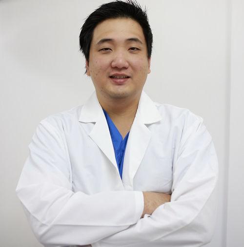 Hỏi - đáp chuyên gia: phẫu thuật nâng ngực có nguy hiểm không?