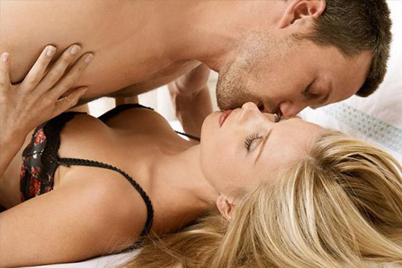 Quan hệ ngay sau khi nâng ngực dễ khiến núi đôi bị chèn ép 1