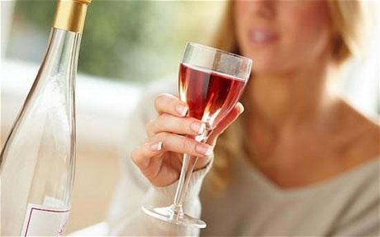 Nguyên nhân ngực lép do uống nhiều rượu bia