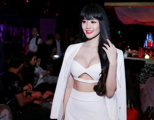 Sau nâng ngực, Á hậu Linh Chi ngày càng gợi cảm và cuốn hút 4