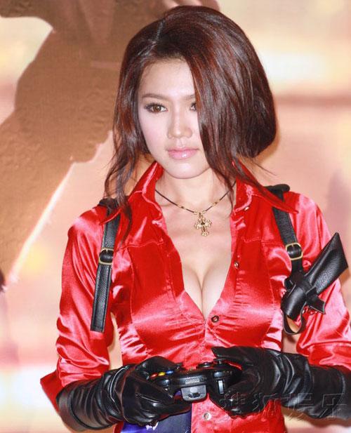 Người đẹp bốc lửa Hồng Kông – Châu Tú Na và bí quyết làm vòng 1 nở nang 0