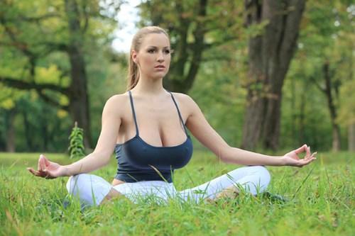 3 bài tập yoga cho vòng 1 nở nang