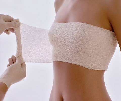 Phẫu thuật thẩm mỹ nâng ngực nội soi được thực hiện thế nào1
