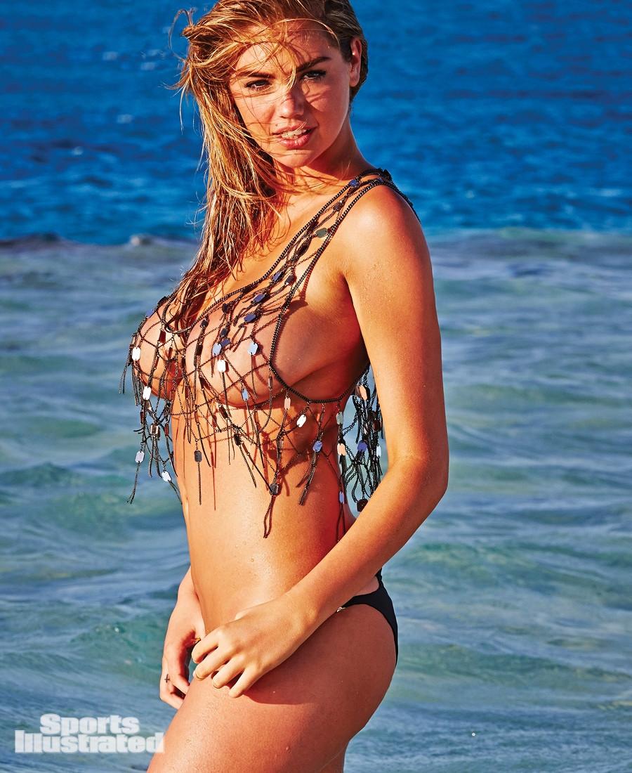 iêu mẫu 9X này sở hữu bộ ngực trần đẹp và lớn một cách khó tin