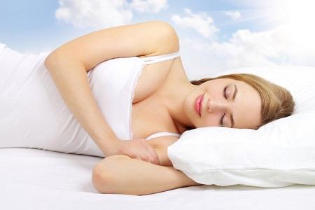 Chọn tư thế ngủ thoải mái nhất tránh tình trạng ngực lệch nặng hơn1