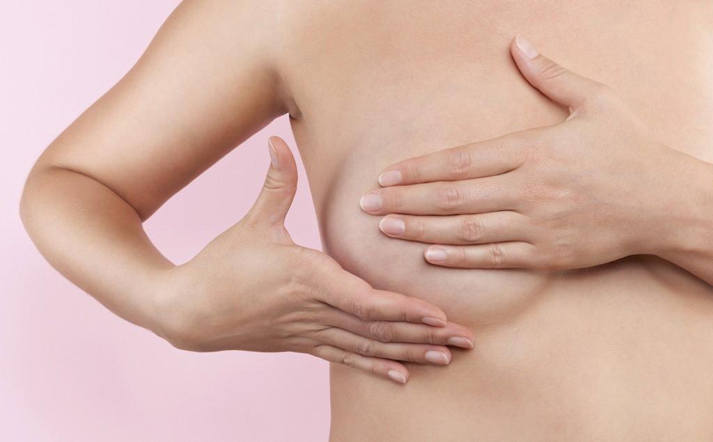 Massage là cách khắc phục khe ngực rộng, ngực chảy xệ hiệu quả