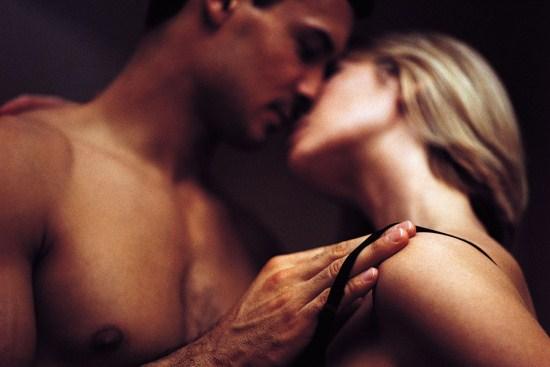Nâng ngực sau bao lâu được quan hệ vợ chồng?1