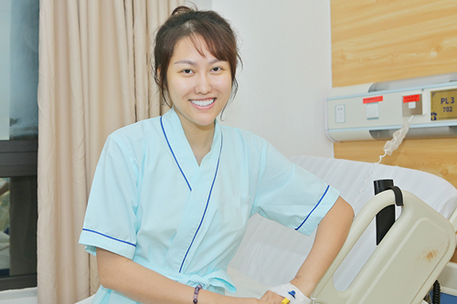 Phi Thanh Vân vẫn tươi cười rạng rỡ sau khi trải qua cuộc đại phẫu nâng ngực1