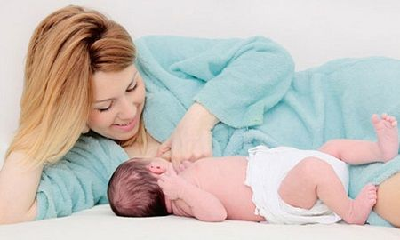 Cách giữ ngực đẹp sau sinh nhờ cho con bú đúng cách